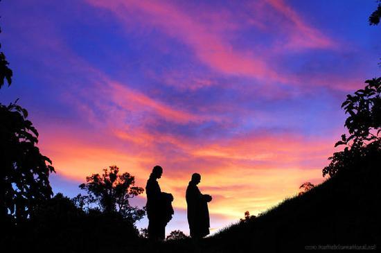 三皈依从本质上讲是皈依觉、正、净自性三宝