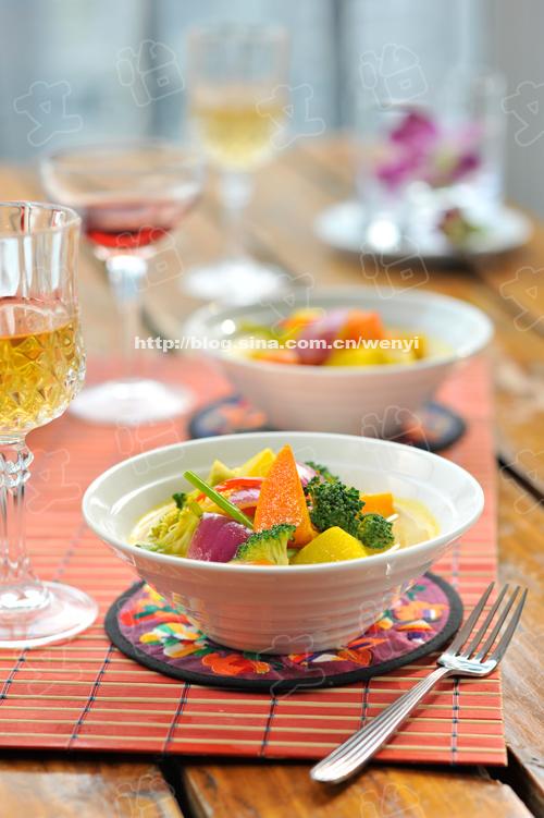 家里常备咖喱粉,或者咖喱卤,只要跟土豆,胡萝卜,和手边的蔬菜配在一起,就足够好吃