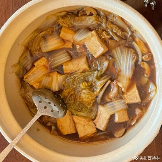 素食养生:松茸炖白菜豆腐