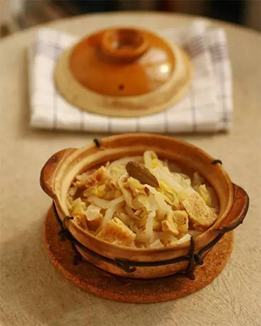 素食养生:酸菜豆腐煲