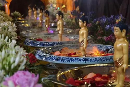农历四月初八是佛诞辰纪念日,也称浴佛节。