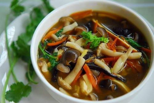 初秋喝点酸辣蘑菇汤提升免疫力又开胃