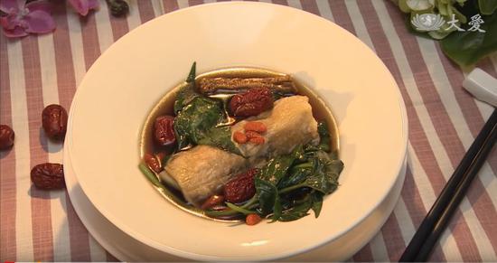 素食养生:黑芝麻菜卷药膳汤
