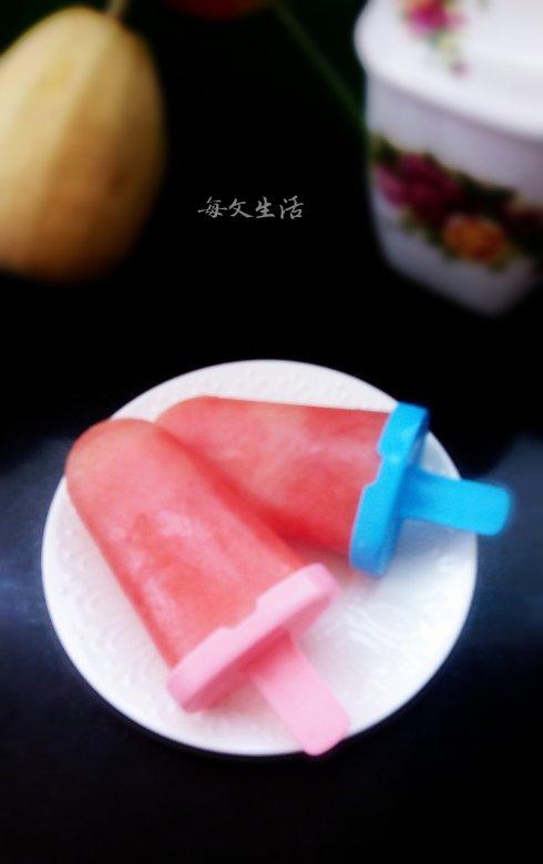 这款西瓜冰棍原汁原味,冰凉又甜蜜哦。