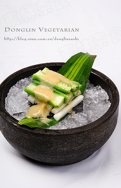 健康饮食新潮流,味噌扒秋葵。(图文/慈实素食)