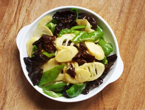 素食养生:青椒木耳炒春笋