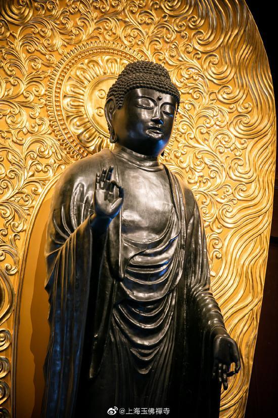 寺院里的佛像到底能不能拍?(图片来源:上海玉佛寺)