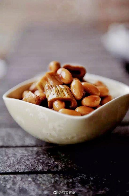 素食养生:黄豆烧扁尖笋(图片来源:慈实素食)