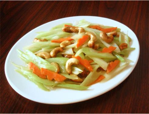 素食养生:腰果炒西芹