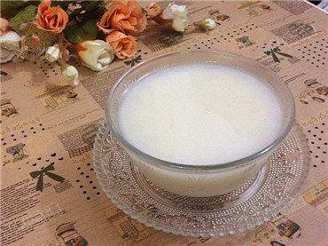 素食养生:百合大米酥梨粥