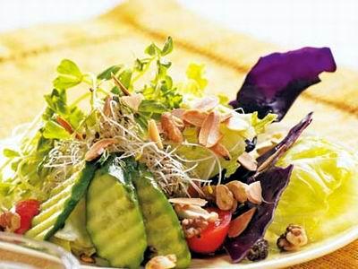 素食养生:坚果生菜沙拉
