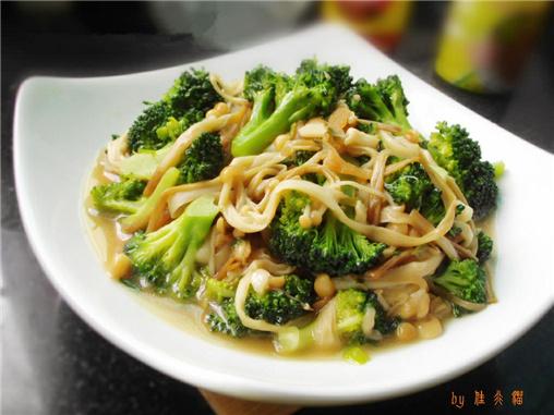 金针菇炒西兰花(图:缘豆儿)