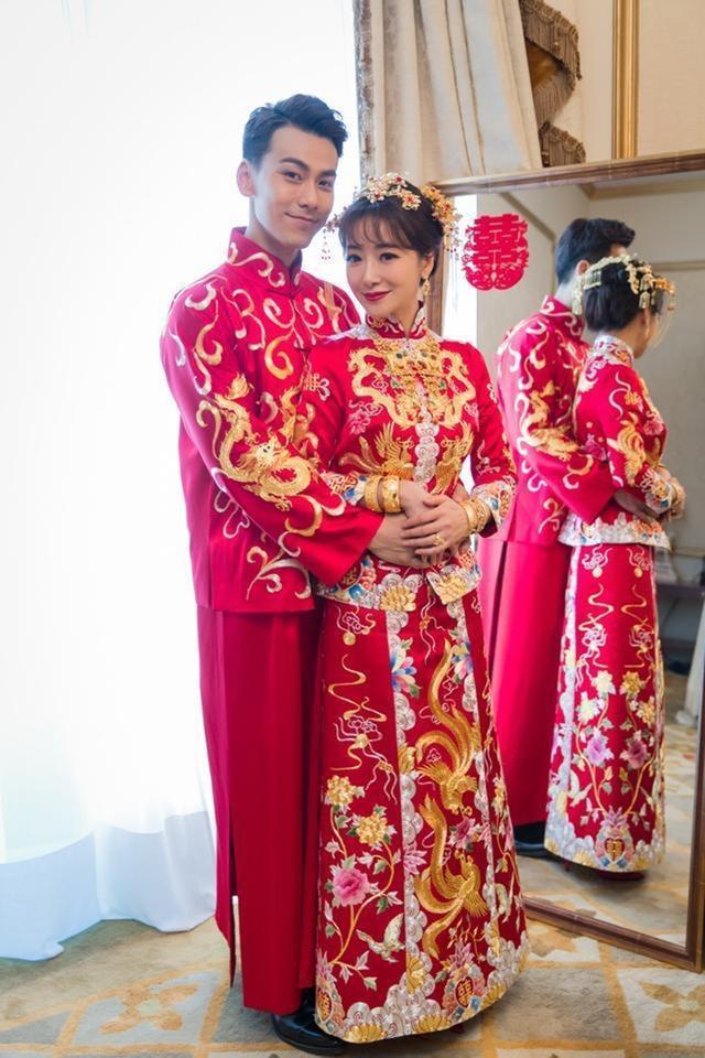 女星结婚的中式礼服:胡杏儿的贵气,唐嫣的大气,她的看起来普通