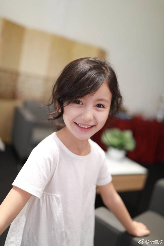 电视剧《小女花不弃》裴佳欣饰演幼年花不弃,表演有灵性太圈粉了图片