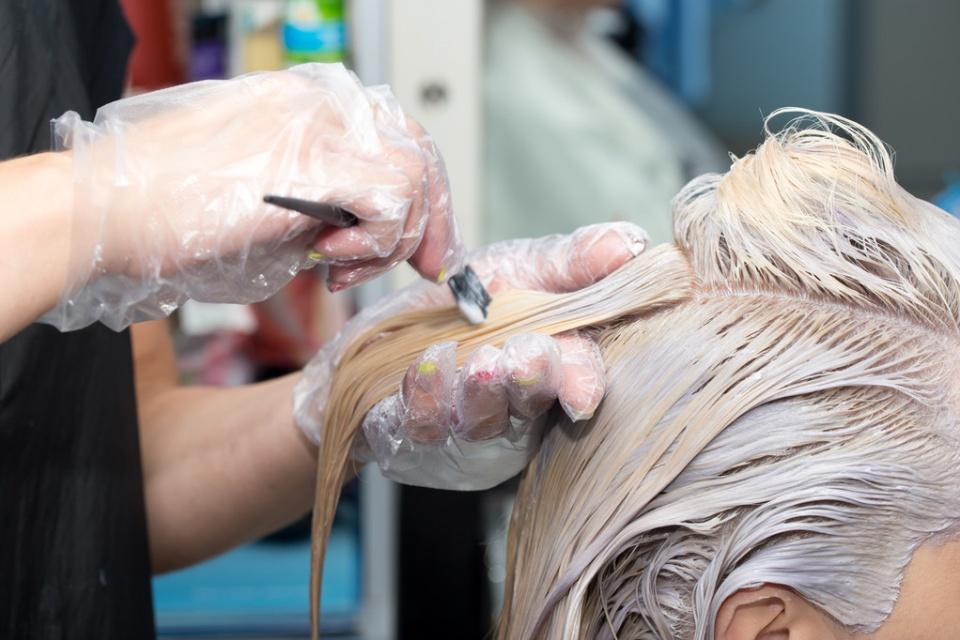 两次烫头发要间隔多久图片