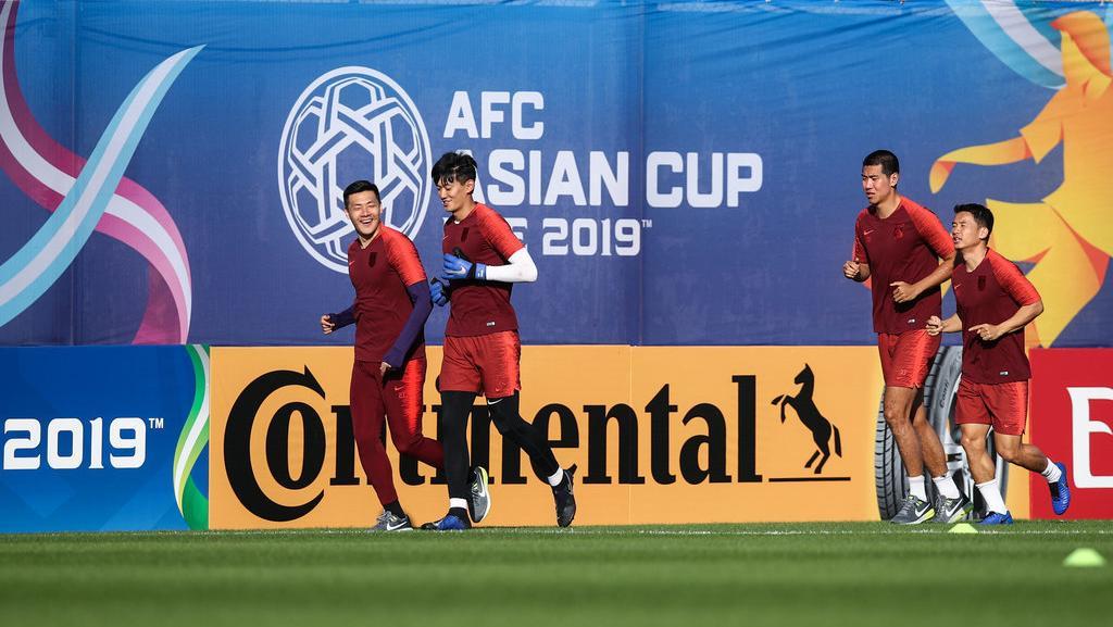 王大雷双膝敷猫咪!亚洲杯国足遇冰块荒:4个守小动态下载怎么表情包门将图片