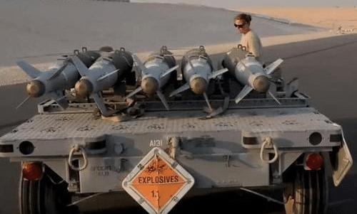 军事资讯_今日军事快讯:精度堪比狙击枪!美军这款炸弹很很特别