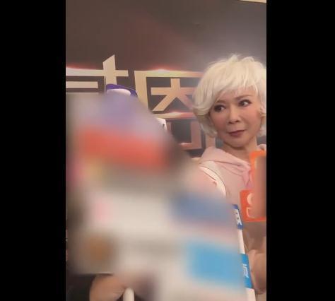 蔡明接受采访,被问是否已开始筹备新年春晚,她很简单这句话回应