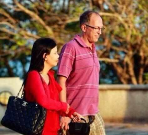 """泰国真实""""租妻""""服务:白天当导游带你游玩,晚上尽妻子职责"""