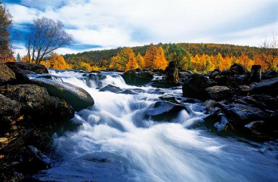 奔流不息的河流