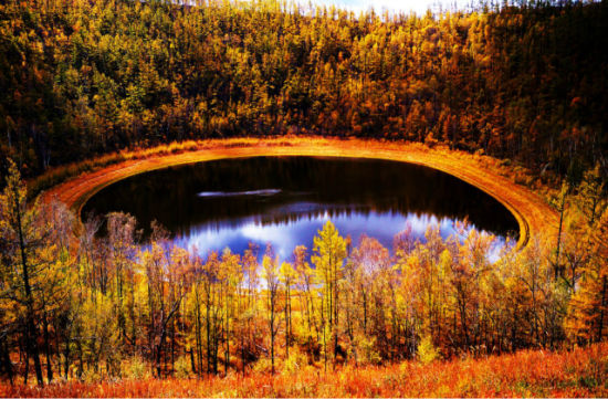 层林尽染的秋