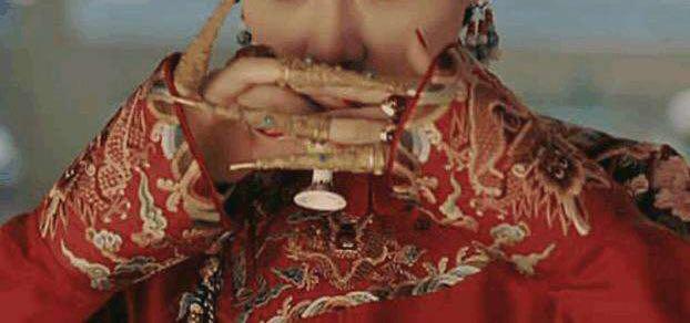 黛玉只一件大红羽纱就引领百年风骚