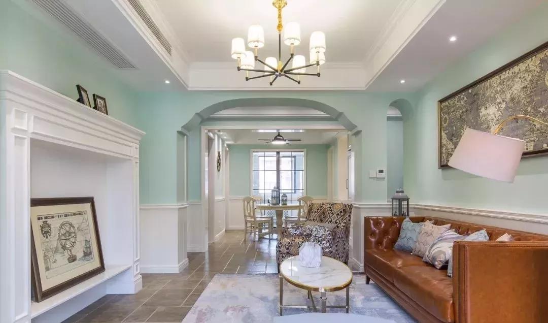 客厅望向餐厅,造型垭口为空间增添出不一样的线条感.