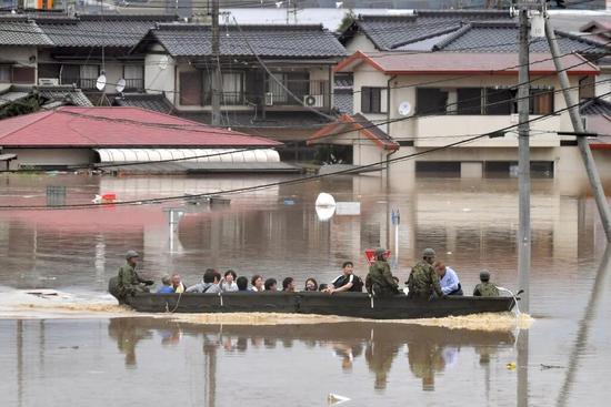 日本罕见暴雨已至少造成85人死亡 58人下落不明