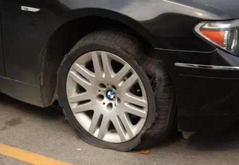 汽车知识:驾驶必懂应急处理与自救!