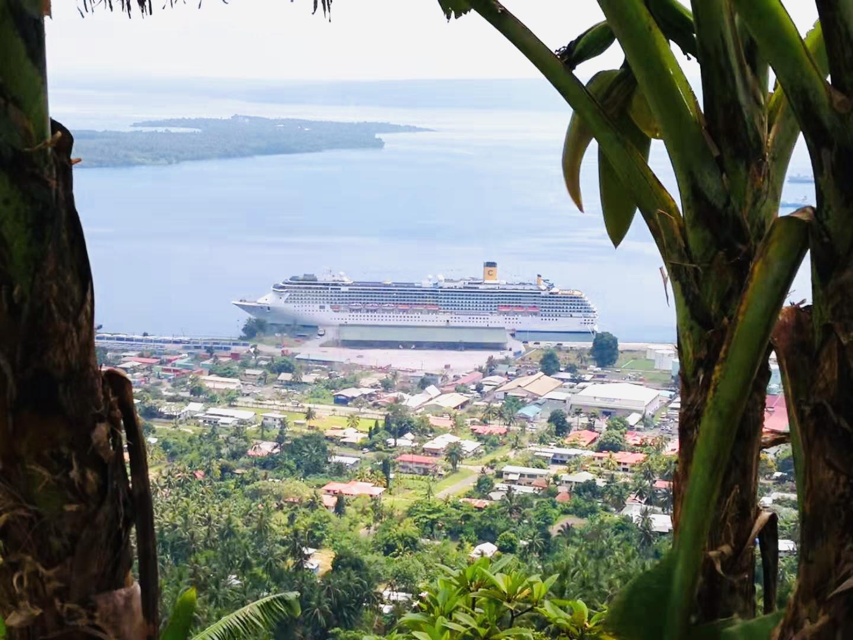 今天清晨抵达屹立在火山口的巴布亚新几内亚拉包尔