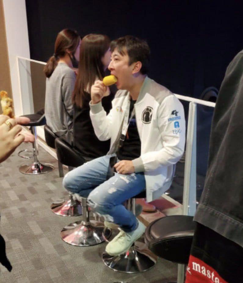 王思聪吃网友秒上热搜,新表情笑哭玉米:吃什表情萌包宠gif图片