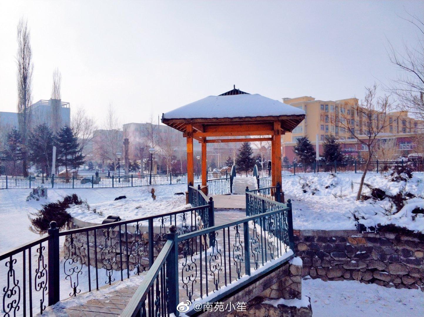 小镇冬日景 暖阳天空照