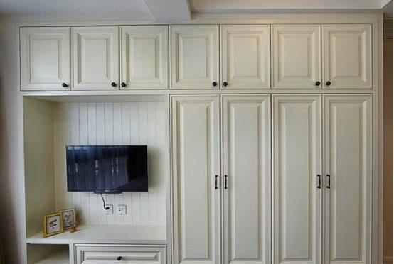 卧室衣柜买平开门还是推拉门?老木工说出区别,买错的人真不少