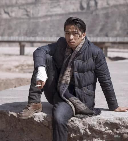 王传君章宇被拍到当街亲吻,经纪人回应钢铁直男的友谊