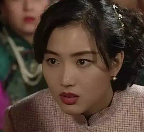 郑秀文长得不如黄心颖漂亮?可她年轻时也是娱乐圈的大美女啊
