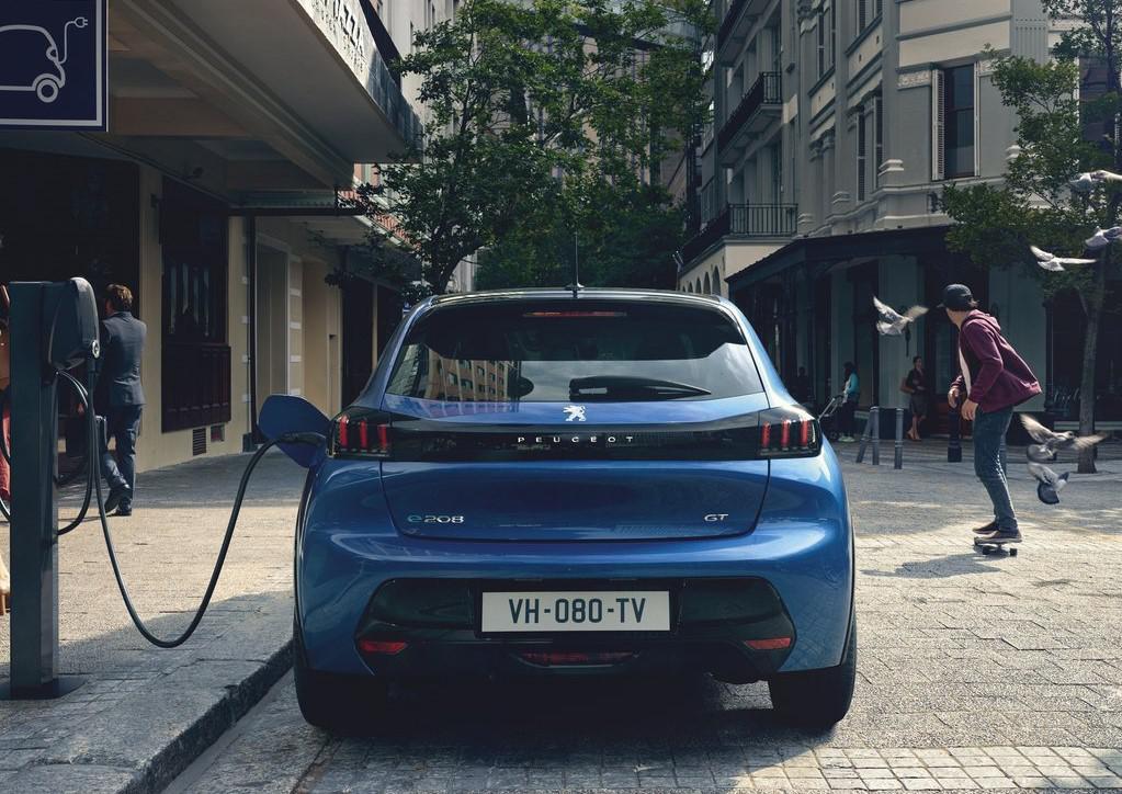 二师兄玩车   1.2T+8AT,定位年轻市场,标致208登场,或售7万起