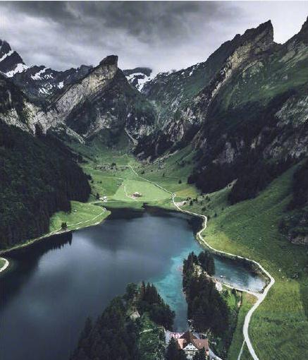 阿尔卑斯山脚下,如仙境般梦幻
