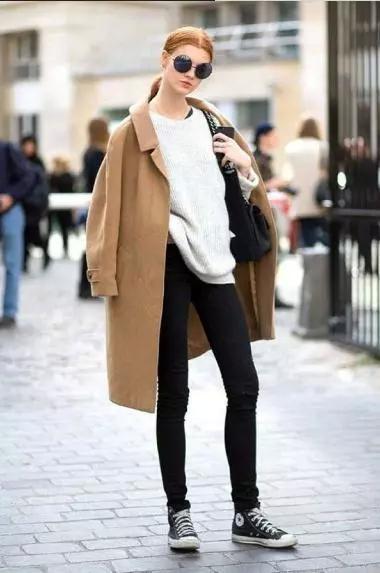 """40岁的女人穿高跟鞋显老?试试这3种""""少女""""鞋,显嫩又时髦"""