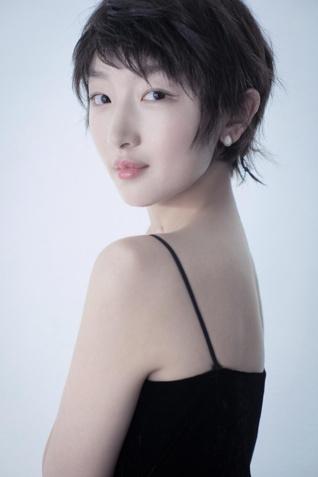 发型不一定看脸,唐嫣驾驭不住,36岁马丽换上却又帅又甜!