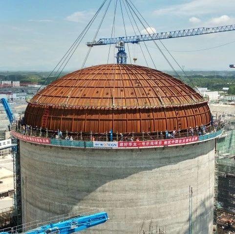 """核电站""""华龙一号""""穹顶吊装完成 看核岛如何加盖"""