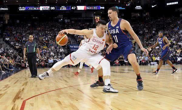 【影片】CBA和NBA的力量差距有多大?看看號稱「中國詹姆斯」的李根背打湯神就知道了!
