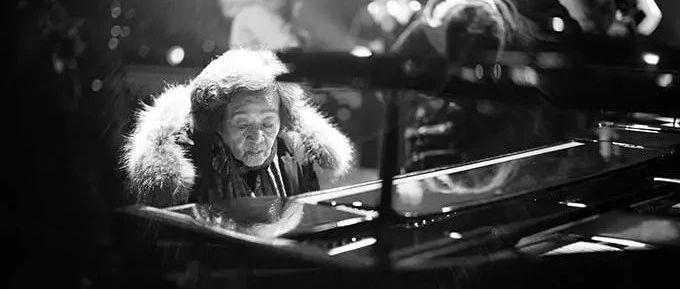 那个用一生弹奏《梁祝》的奶奶走了,中国第一代钢琴家巫漪丽逝世