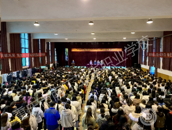 重庆南丁卫校护士执业资格证考试开班典礼暨动员大会