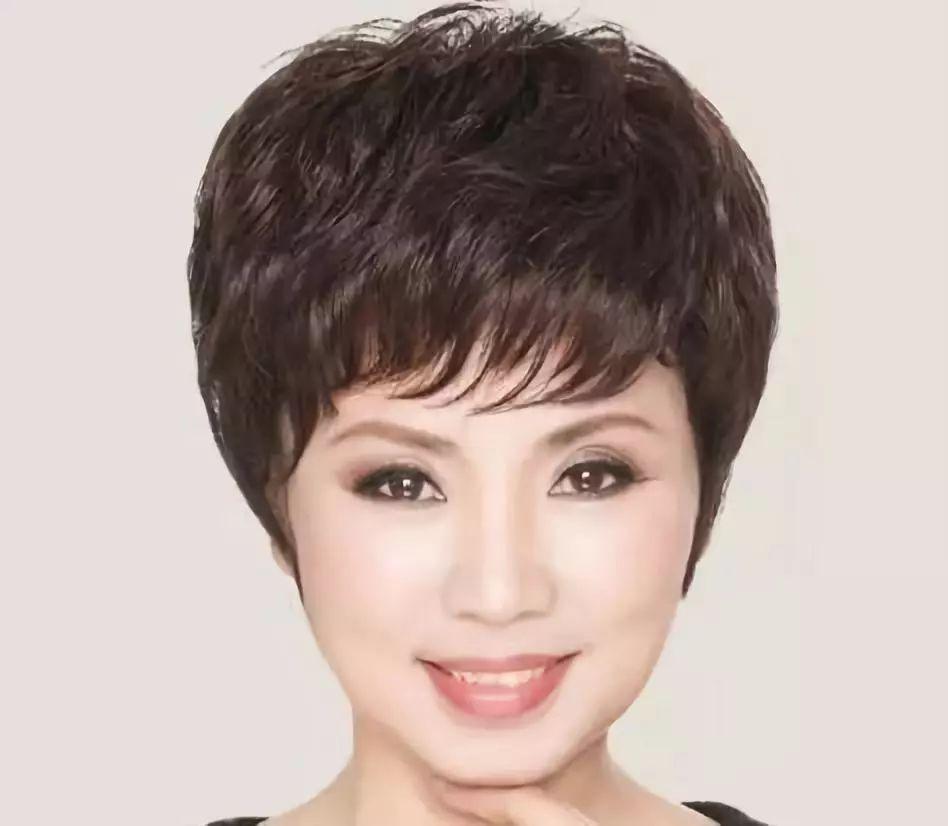 女人50岁后别乱烫头,弄错了显老气,这九种发型显年轻还好打理