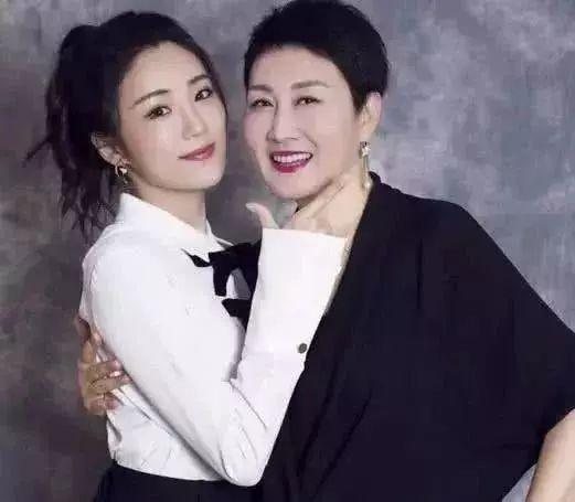 《渴望》29年后张凯丽黄梅莹吴玉华重聚!枣花曾嫁《如图片