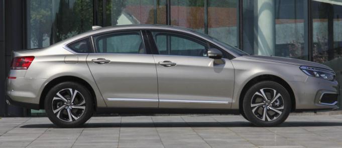 1.6T加6AT车长4米9,使用顶尖底盘和引擎降价3万没人要的好车