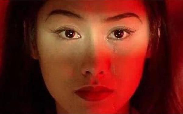 《最美的三双眼睛,日本小千代中国的她,网友:你的眼里有星辰大海》