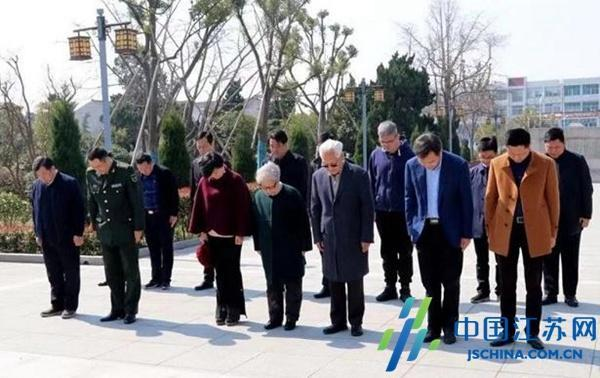 原南京军区政委方祖岐上将祭扫杨根思烈士陵园