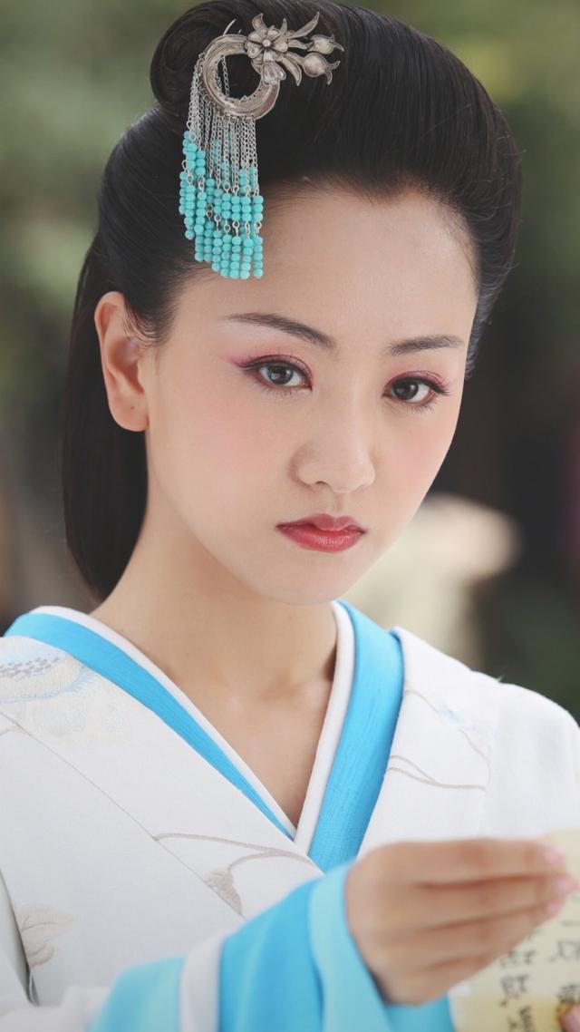 一根步摇撑起来的古装美人:杨幂,佟丽娅美腻,热巴却输给杨颖?