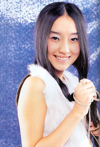 39岁李贞贤婚纱照曝光,身材纤细气质温婉,曾因中国山贼论引争议